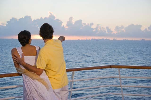 RCI_EN_Couple_Sunset2_2830.jpg